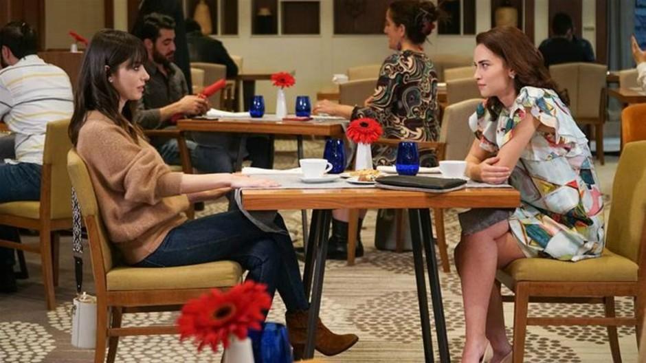 """Galleria foto - Bitter Sweet Anticipazioni Turche: Pelin, l'ex fidanzata di Ferit, torna a Istanbul per riprendersi il """"suo"""" uomo! Foto 1"""