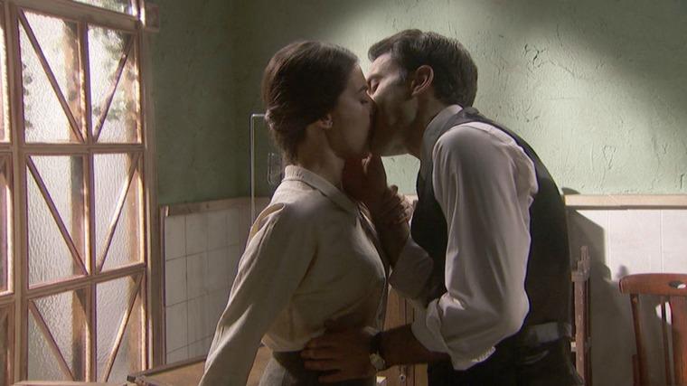 Il Segreto Anticipazioni del 28 agosto 2019: Alvaro ed Elsa si baciano mentre Mauricio organizza la fuga di Fe