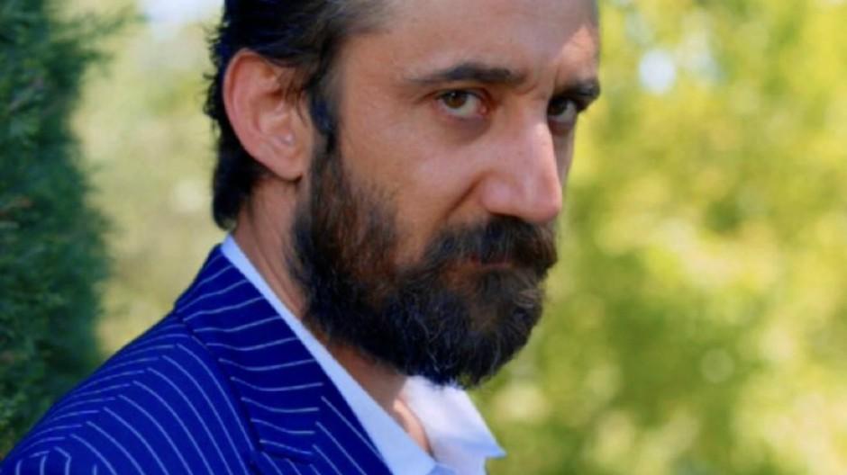 Bitter Sweet Anticipazioni Turche: Hakan minaccia Leman di rivelare a Ferit la verità su suo padre. Cosa sarà?