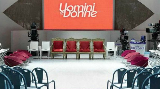 Uomini e Donne: la decisione di Mediaset, brutte notizie per i fan del programma