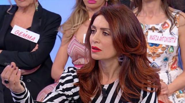 Uomini e Donne: Barbara De Santi torna nel parterre, volano insulti gravissimi