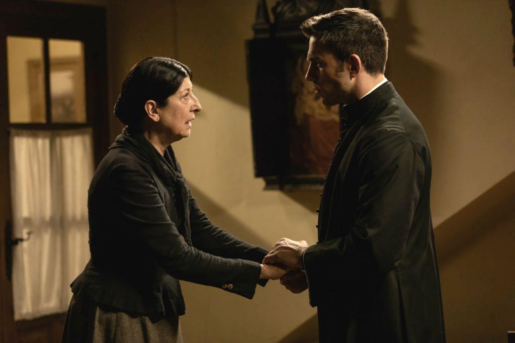 Una Vita Anticipazioni del 6 ottobre 2019: Padre Telmo salva Ursula e la prende come sua perpetua