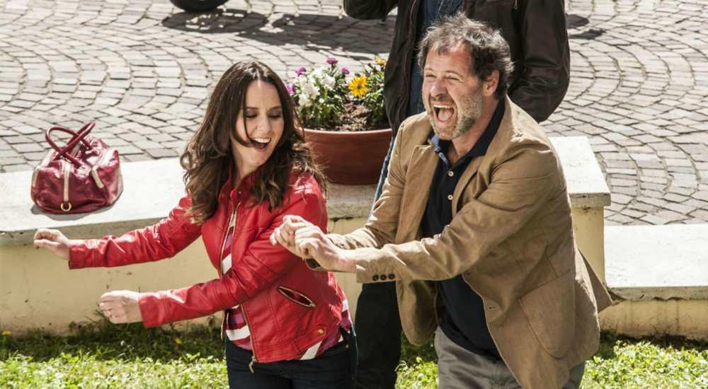 Confusi e felici: il film con Claudio Bisio e Marco Giallini stasera su Rai 3