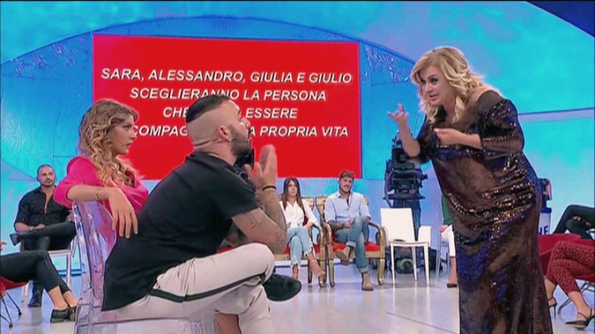 Uomini e Donne: Er Faina ancora contro Tina Cipollari, le foto della chat con il figlio dell'opinionista