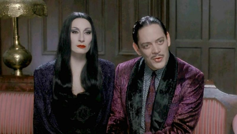 Galleria foto - La famiglia Addams: il film con Raul Julia stasera su Paramount Channel Foto 1