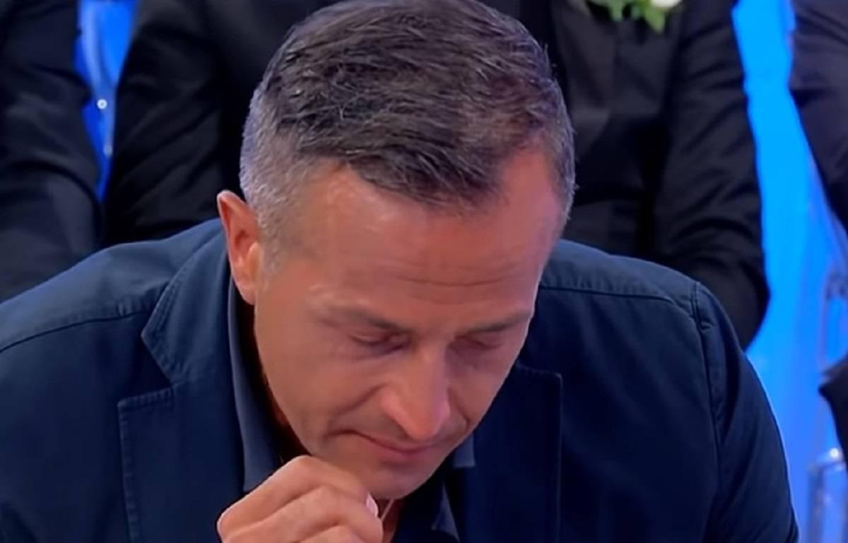 """Uomini e Donne, Riccardo Guarnieri accusa Ida Platano: """"Mi sento un idiota, mi ha ferito"""""""