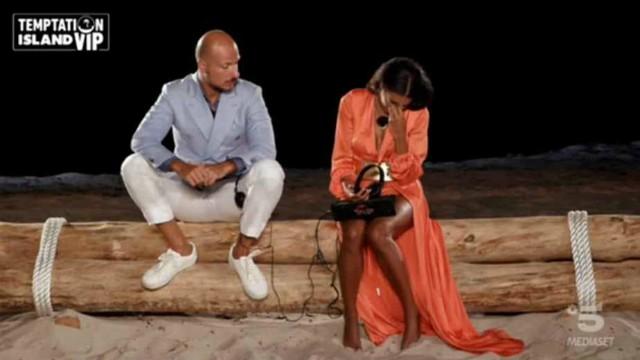 Galleria foto - Temptation Island Vip, sesta puntata: Serena lascia Pago ed esce dal villaggio con il single Alessandro Foto 2