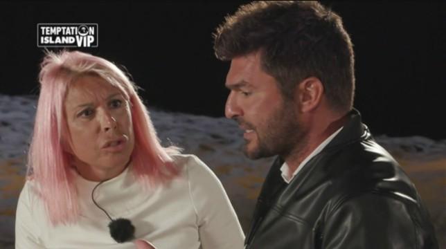 Temptation Island Vip, quarta puntata: acceso falò tra Anna e Stefano, Chiara e Simone escono insieme