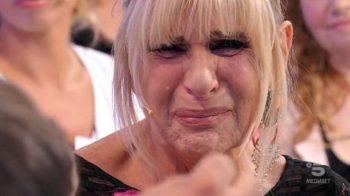 Uomini e Donne, oggi il trono over: il pianto di Gemma, la segnalazione su Juan Luis