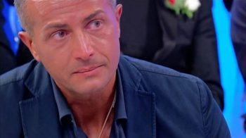 Uomini e Donne, oggi in onda il trono over: Riccardo lascia lo studio, Ida in lacrime