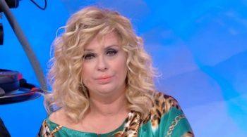 """Uomini e Donne, Tina Cipollari su Gemma: """"Fa di tutto per avere un contatto fisico"""""""