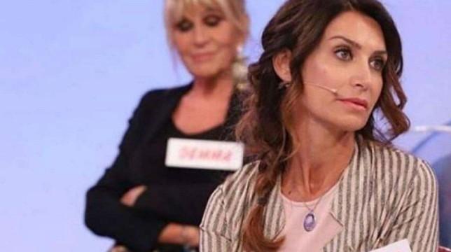 Uomini e Donne, oggi in onda il trono over: Gianni Sperti smaschera Barbara De Santi