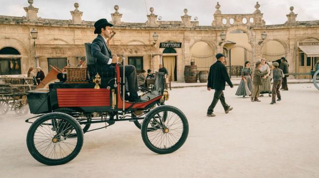 Galleria foto - La Concessione del Telefono: il film tratto dal romanzo di Andrea Camilleri in onda stasera su Rai1 Foto 1